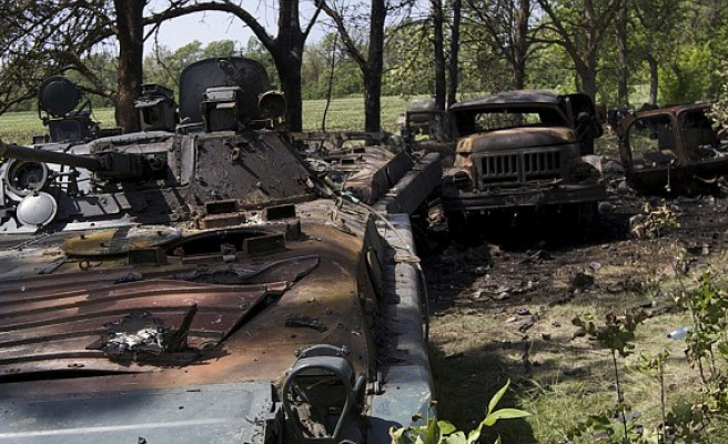 Two Ukrainian soldiers killed in clashes in east