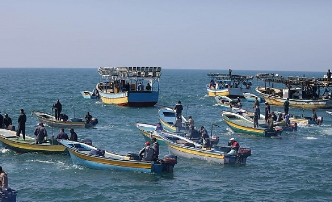Israeli navy arrests 10 fishermen off Gaza shores