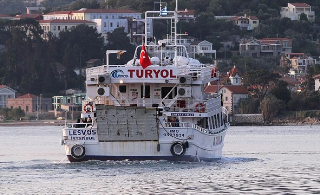 First refugees from Greece arrive in Turkey