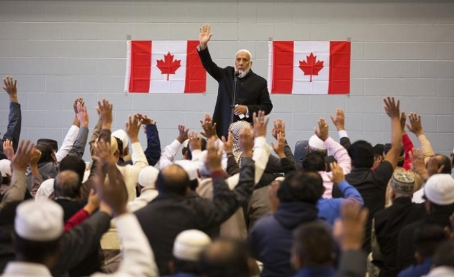 Survey shows Muslims proud to be Canadian