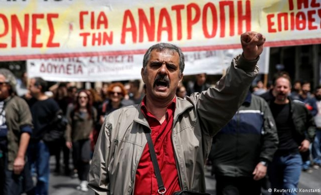 Strikes in Greece against new cuts