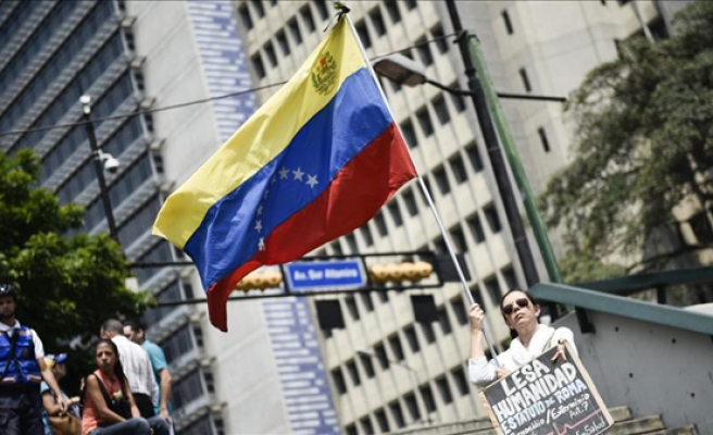 Right-wing join hands to suspend Venezuela from trade bloc