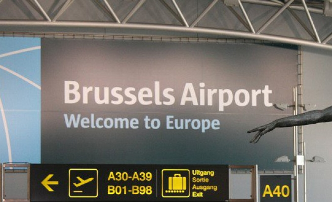 Bomb threat on two passenger flights in Brussels