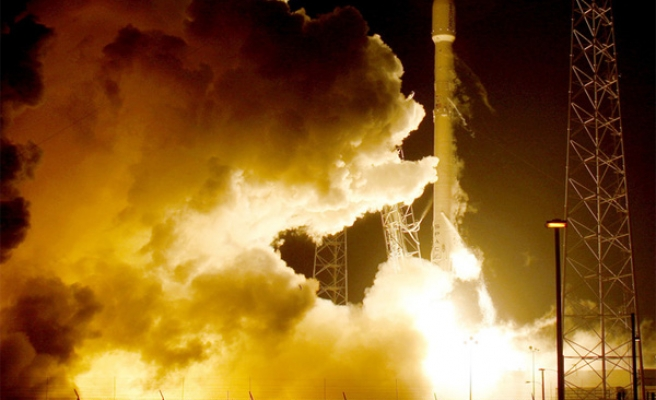 SpaceX lands Falcon 9 rocket after launch