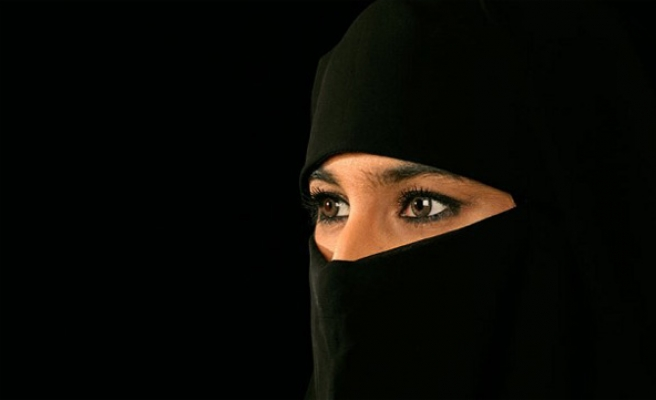 Spain: Veiled woman in hate-crime incident