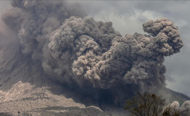 Costa Rica closes 2 airports after volcano eruptions
