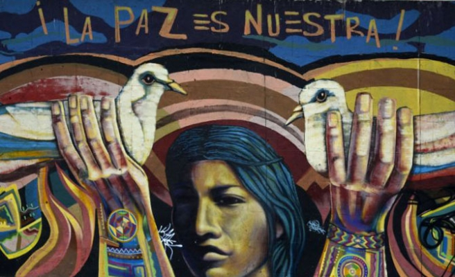 Colombian street artists graffiti for peace