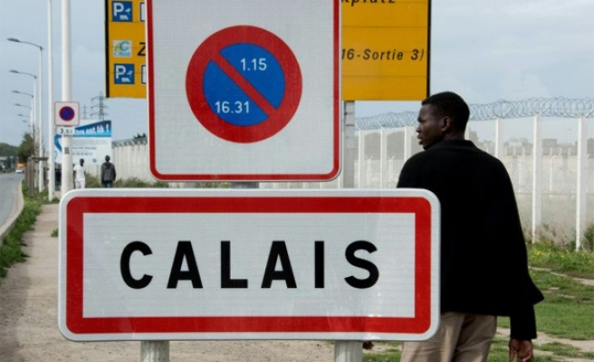 As Calais camp closed, Paris mayor warns of migrant woes