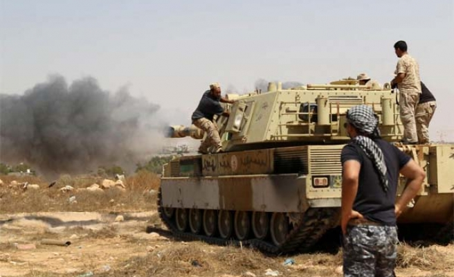 ISIL tightens grip in Raqa as assault nears