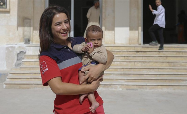 Turkish 'angel' on errand of mercy in Jarabulus
