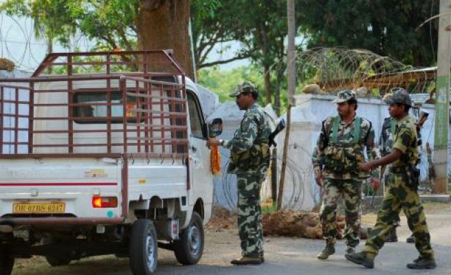 India police kill at least 21 Maoists in shoot-out