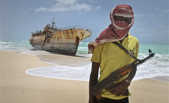 Somali pirate hostages return to Philippines