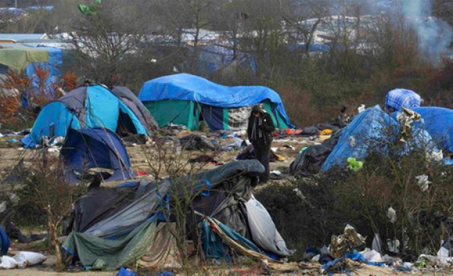 France starts moving out remaining Calais camp children