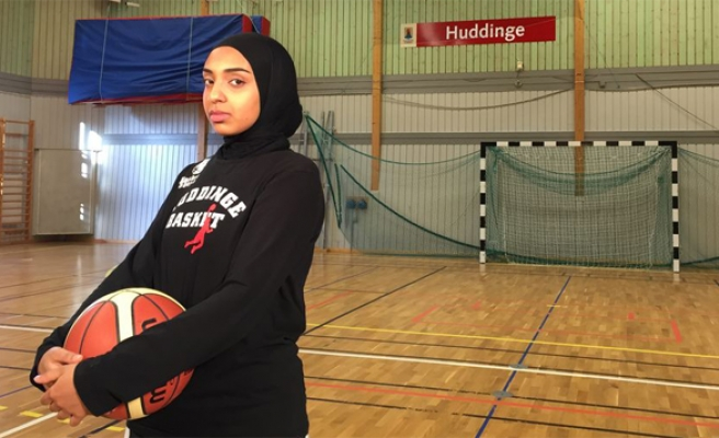 Basketball: FIBA allows player to wear hijab on court