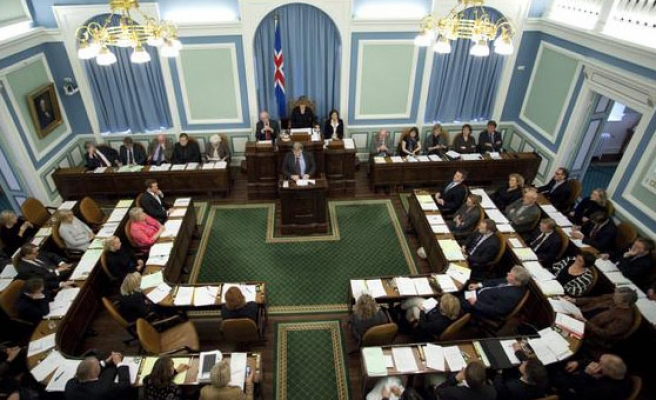 Iceland centre-right hopes to return to power after snap vote