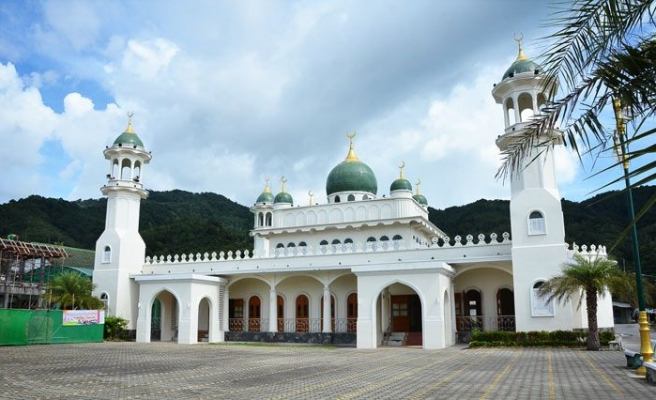 The Muslims of Phuket and their splendid mosques