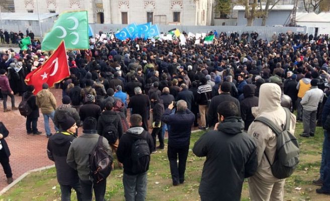 Istanbul protest against Syria army 'Aleppo massacre'