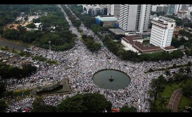 Indonesia blasphemy protest crowd rises to 200,000