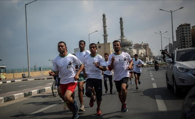 Gazans run in support of jailed Palestinians in Israel