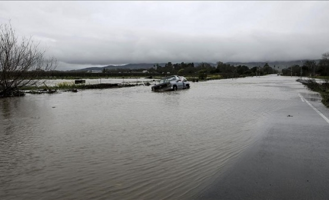 Canada sends in troops to help flood victims
