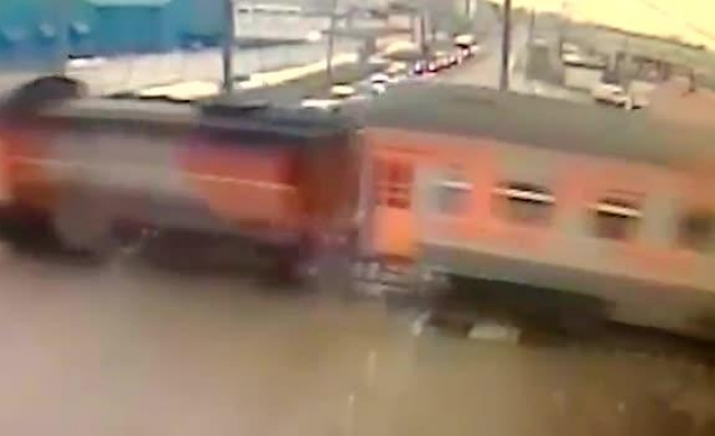 Russia: 19 Uzbekistanis die when train hits bus