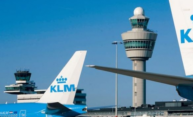 KLM seals deal with Dutch pilots over pensions