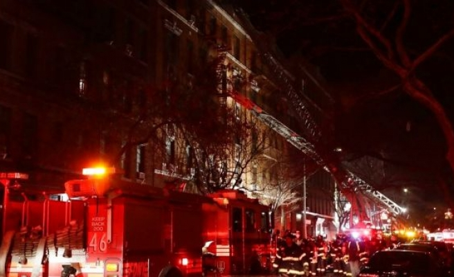 US: at least 12 people dead in fire at NY apartment