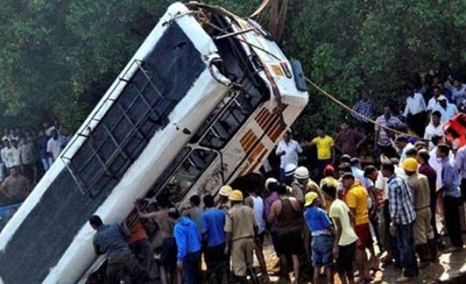 16 killed in bus accident in India