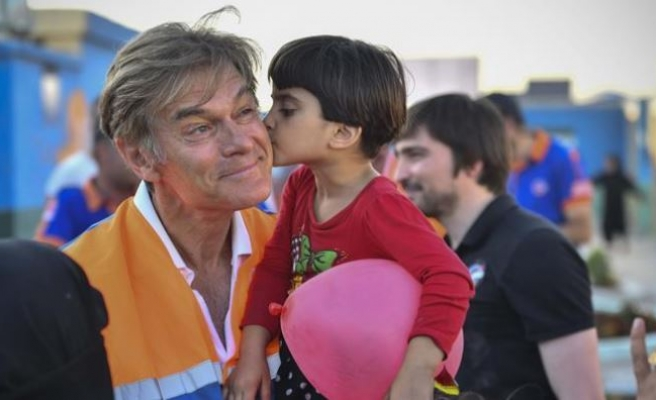 Renowned cardiac surgeon Dr. Oz visits Syria's Azaz
