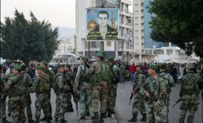 Lebanon removes political banners, a legacy of the civil war