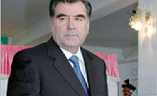 US envoy: Tajikistan to give airspace to NATO Afghan suply