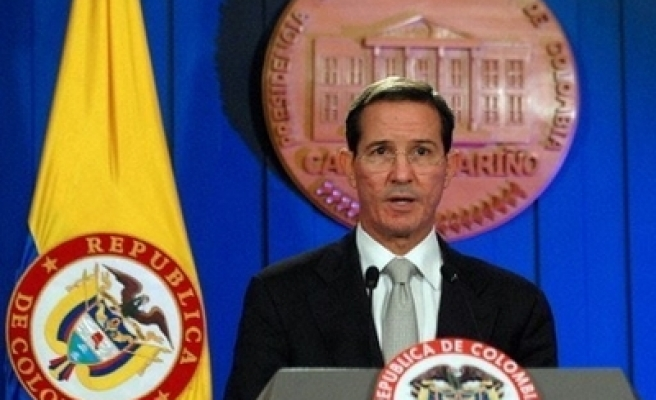 Colombia says will not send troops to frontiers