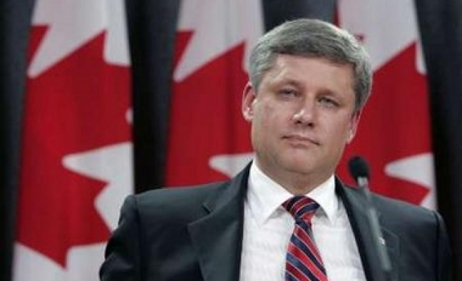 Canadian government survives key confidence vote