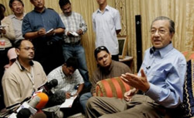 Malaysia's Mahathir urges PM to quit after polls