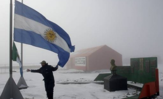 Train hits bus in Argentina, 18 dead: Reports