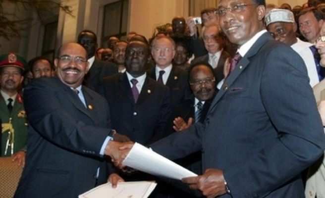Sudan, Chad sign peace deal at OIC summit