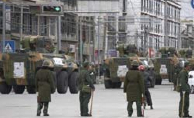 Tanks on streets of Lhasa