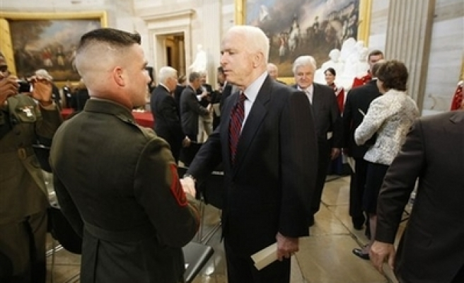 U.S. McCain in Iraq to meet government leaders