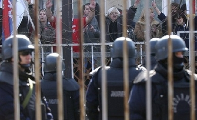UN police returning to Kosovo town after Serb violence