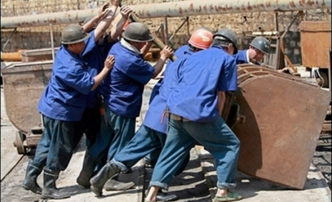 Dozens of slave workers freed in China - report