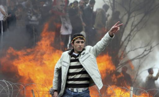 Protestors and police clash for 5th day in Turkey