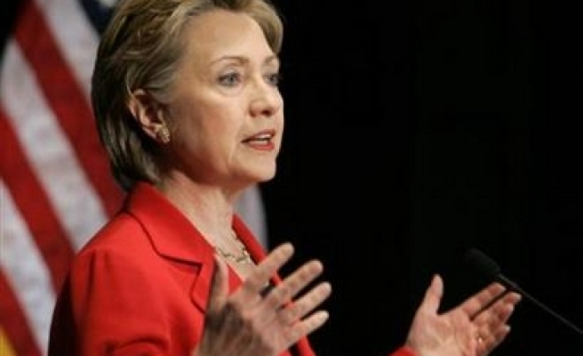 Video contradicts Clinton on Bosnia visit