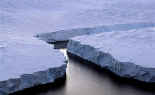Big chunk of Antarctic ice shelf falling apart