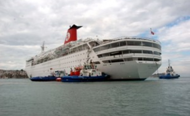 Cruise liner passengers to be sent to Spain via airway