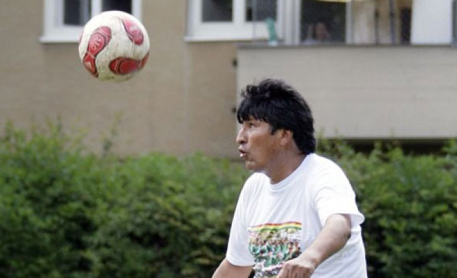 Bolivian president signs for football team