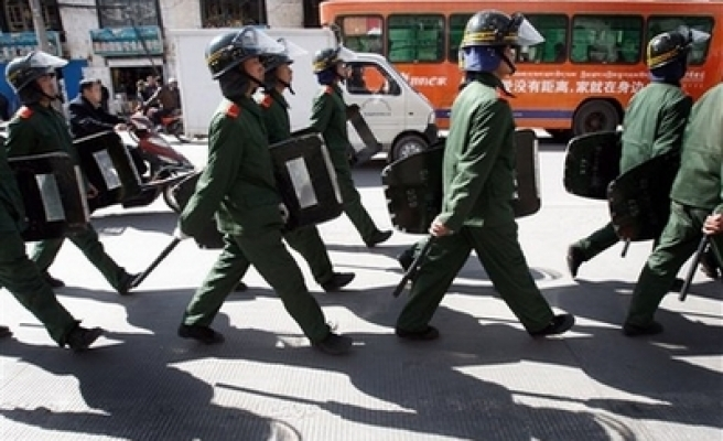 Chinese police close Muslim quarter in Lhasa