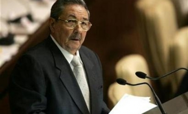 Cuba lifting restrictions on mobile phones