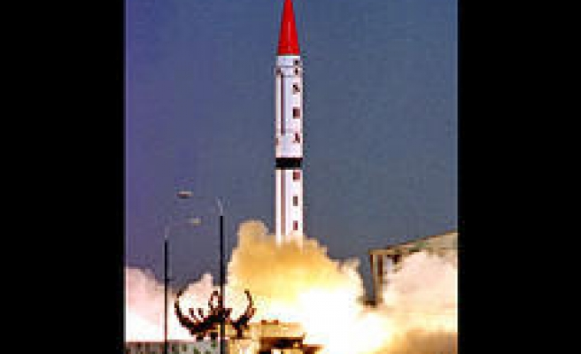 Pakistan tests long-range missile