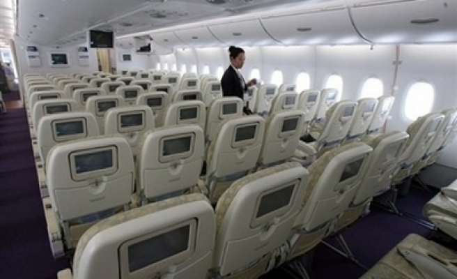 EU allows mobile phones on airplanes