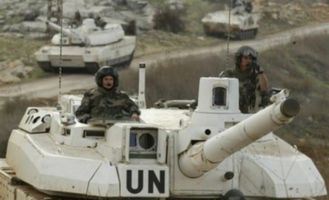 UN troops erect barbed wire on Lebanon-Israel border